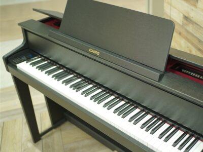 期間限定!対象の電子ピアノをご購入のお客様にヘッドホンと防振マットをプレゼント!