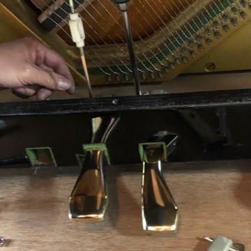 ピアノクリーニング – ペダル磨き