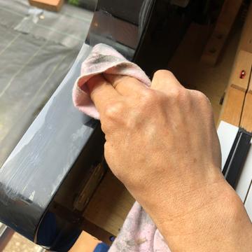 ピアノクリーニング – 外装磨き