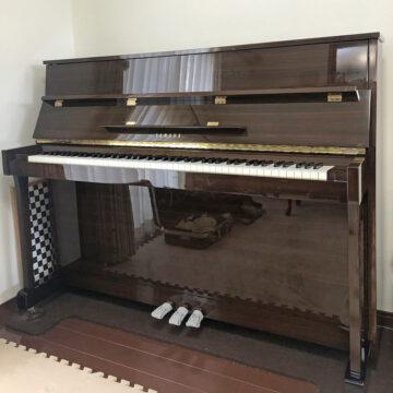 素敵な木目ピアノの調律