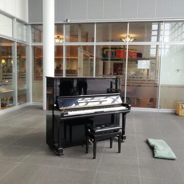 富山市にストリートピアノが設置されました。