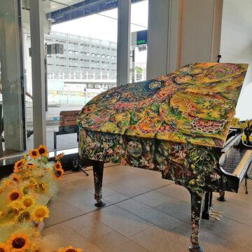 富山市でストリートピアノが始まりました。