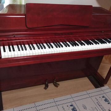 とても珍しいヤマハのスピネットピアノ