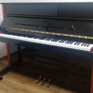 シンメルのアップライトピアノ